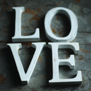 Nkuku Distressed Mango Wood Letters - Distressed White - E (15cm)