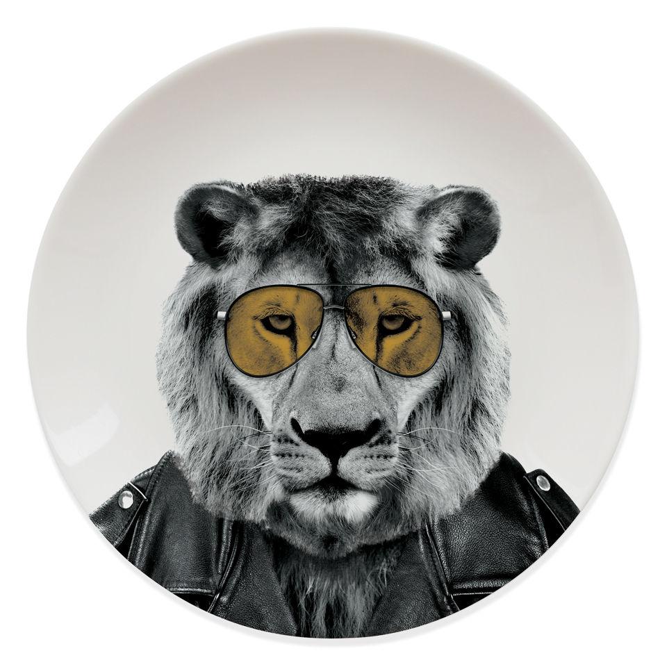 wild-dining-lion
