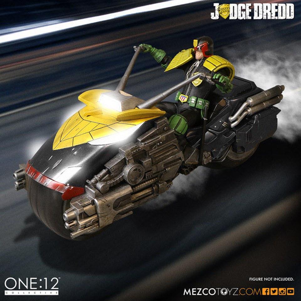 mezco-toys-judge-dredd-vehicle-with-sound-lights-112-judge-dredd-lawmaster