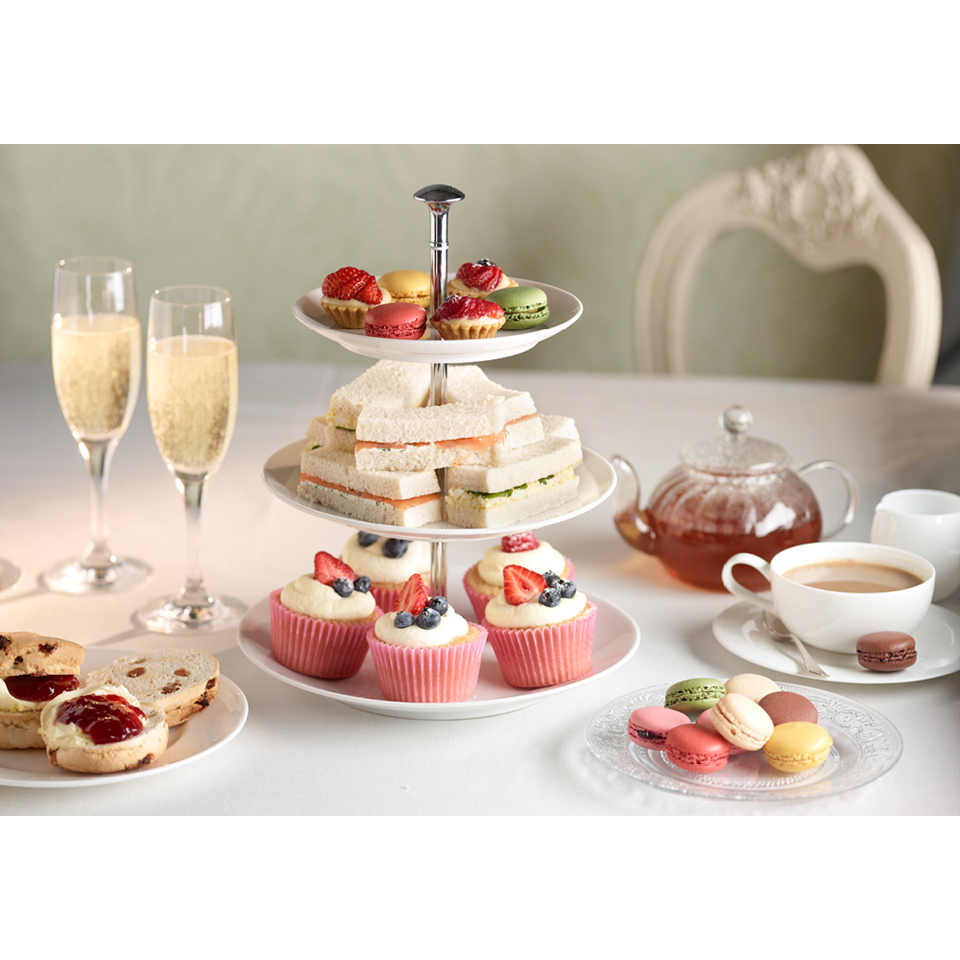 champagne-cocktail-afternoon-tea-for-two-at-hilton-london-canary-wharf