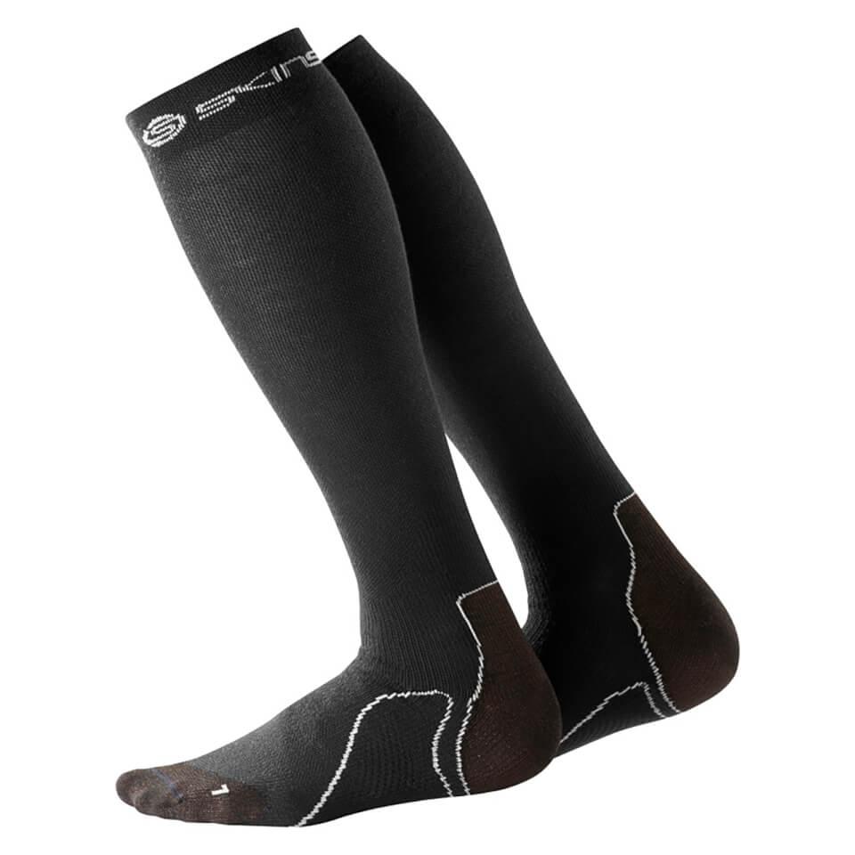 skins-essentials-men-recovery-compressions-socks-black-s
