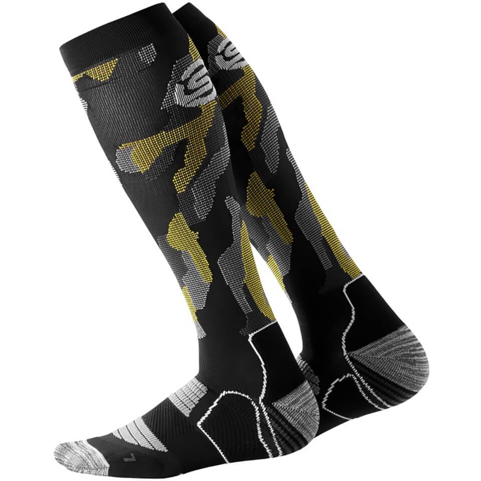skins-essentials-men-active-compression-socks-glitch-camo-s