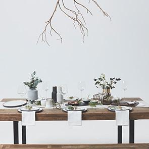 A Simple Christmas Table