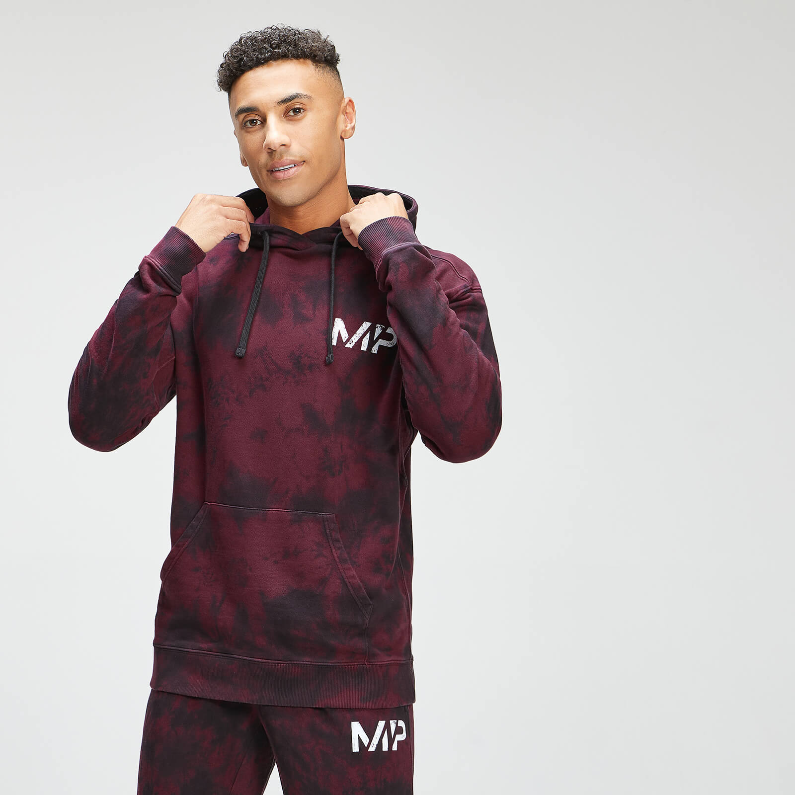 Купить MP Men's Adapt Tie Dye Hoodie - Black/Merlot - XXS, Myprotein International