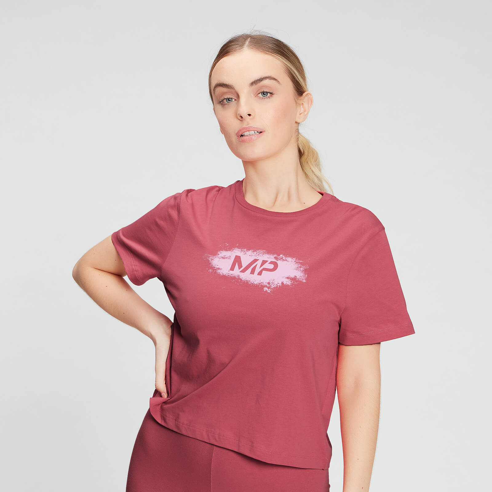 Купить MP Women's Chalk Graphic Crop T-shirt - Berry Pink - XXS, Myprotein International