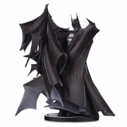 DC Collectibles Estatua de Batman Blanco y Negro po Todd McFarlane Version 2 Deluxe