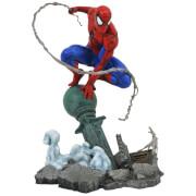 Diamond Select Marvel Gallery PVC Statue - Spider-Man On Lampost