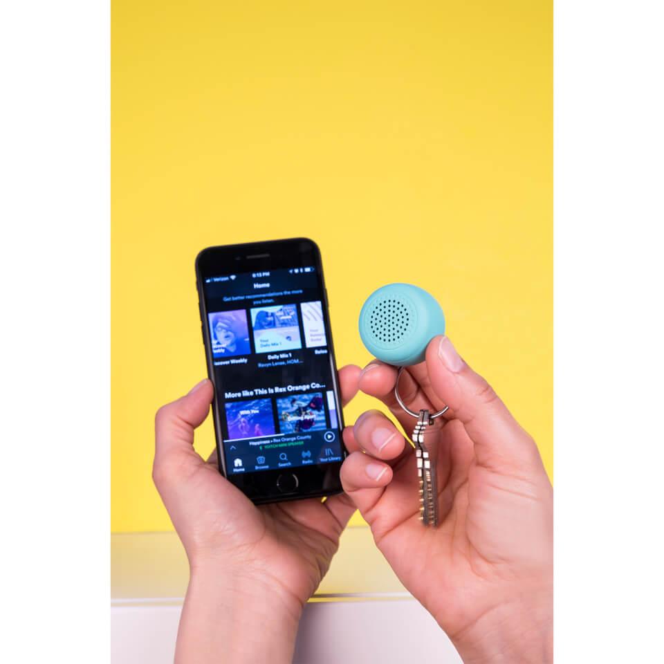 Ausgefallengadgets - Kikkerland Blue Micro Speaker - Onlineshop Sowas Will Ich Auch