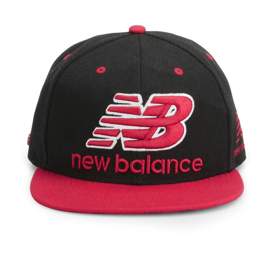 new-balance-unisex-courtside-6-panel-flat-peak-baseball-cap-acrylic-blackred