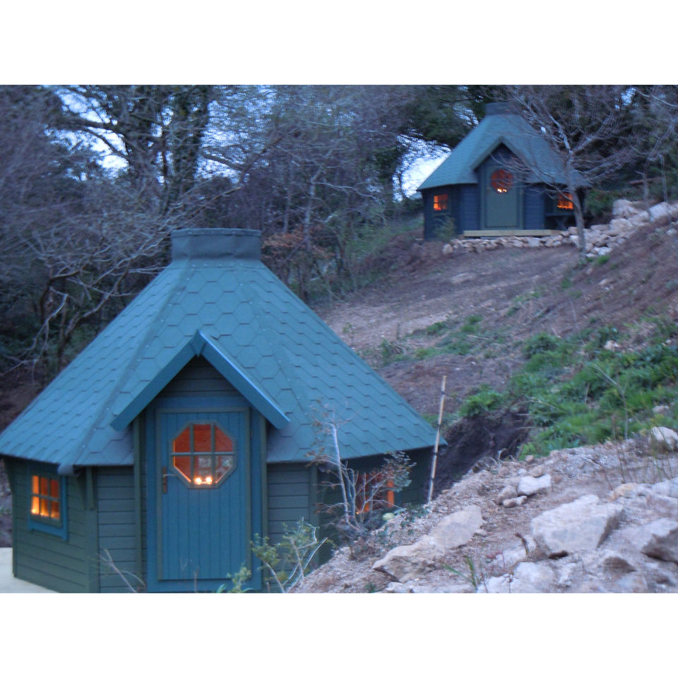 two-night-stay-in-a-hobbit-hut-at-acorn-camping