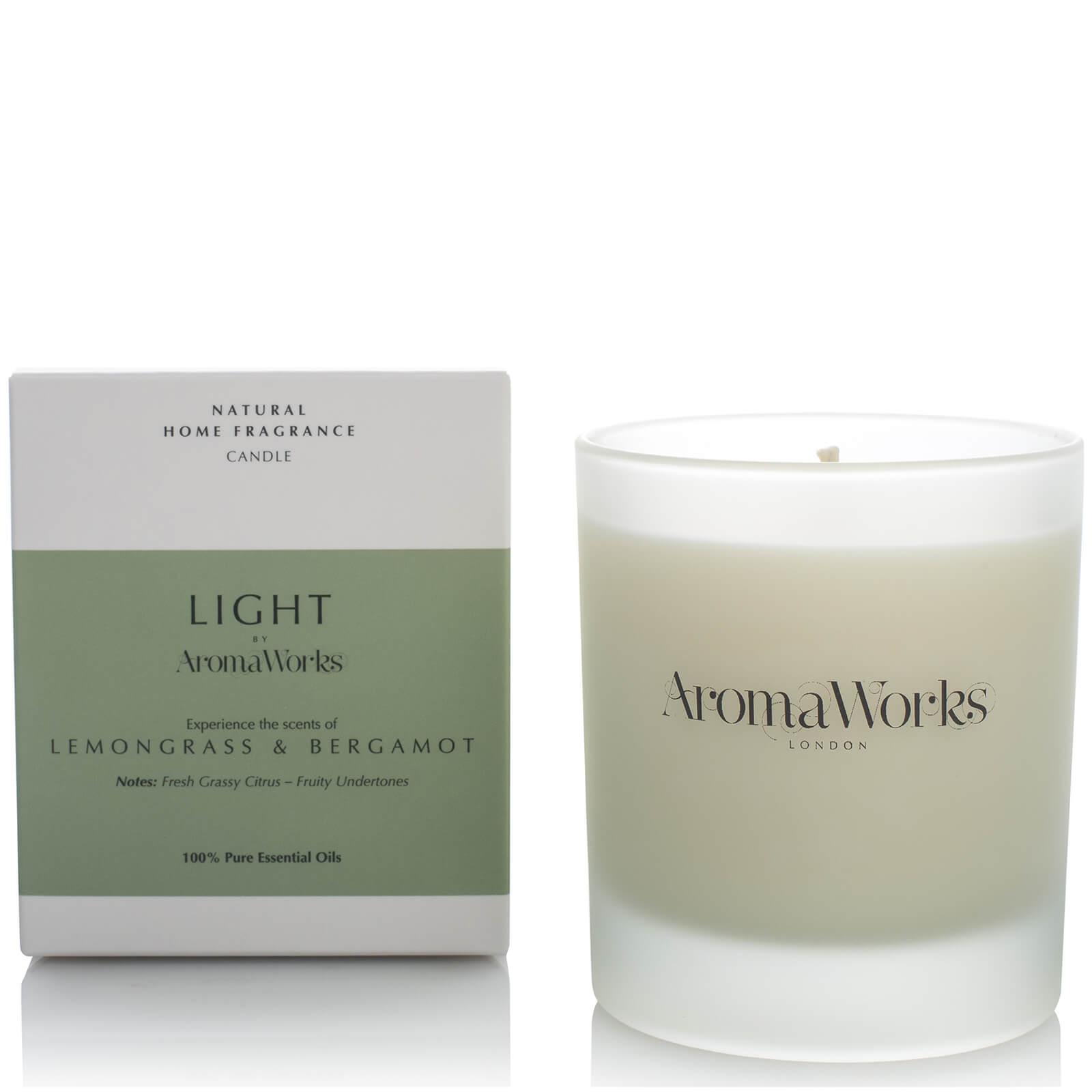 Купить Ароматическая свеча с лемонграссом и бергамотом AromaWorks Light Range Candle - Lemongrass and Bergamot 30 сл