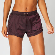 Doppellagige Shorts in Metallic-Optik - Dunkelrot