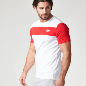 <p>T-shirt &agrave; rayures Myprotein - Rouge</p>