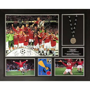 Manchester United Framed 16 x 20 Image Signed by 12 Players with Medal