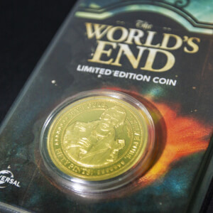 World's End Collectors Coin : Variante or – Exclusivité Zavvi (édition limitée à 1 000 exemplaires)