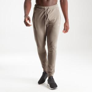 Form 挺拔系列 男士修身慢跑褲 - 深褐