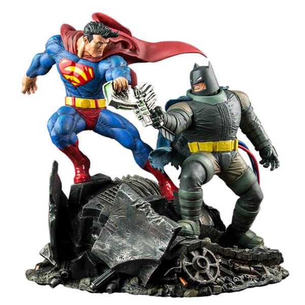 DC Collectibles The Dark Knight Returns: Superman v Batman Statue