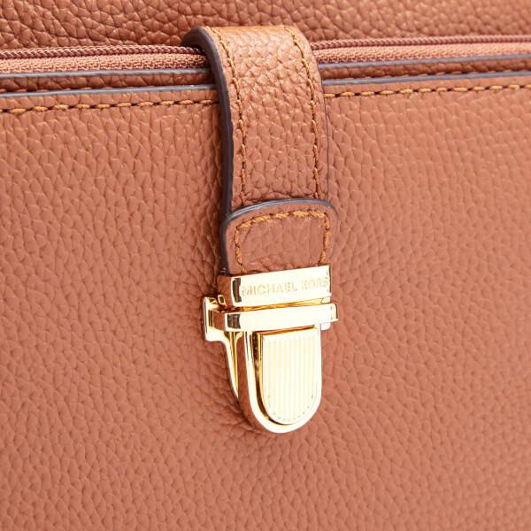 096cdcc50f8551 MICHAEL MICHAEL KORS Women's Mercer Large Snap Pocket Cross Body Bag -  Luggage: Image 4