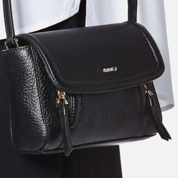 0f54815e3f3 DKNY Women s Chelsea Vintage Mini Messenger Bag - Black - Free UK ...