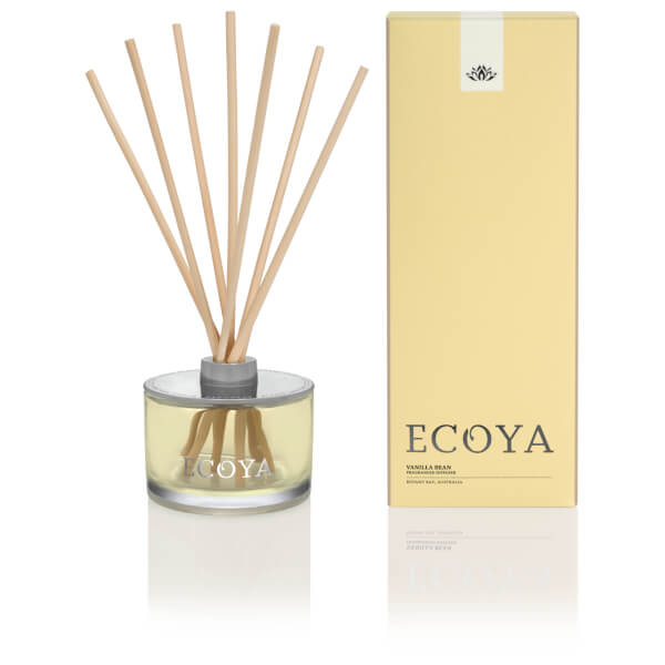 Buy Ecoya Candle Sea Grass and Waterlily online. Cool aqua blended with delightful fragrant water lilies and night blooming jasmine, on a white musk base.