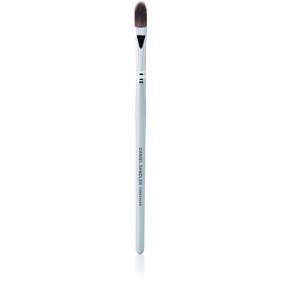 daniel-sandler-concealer-brush