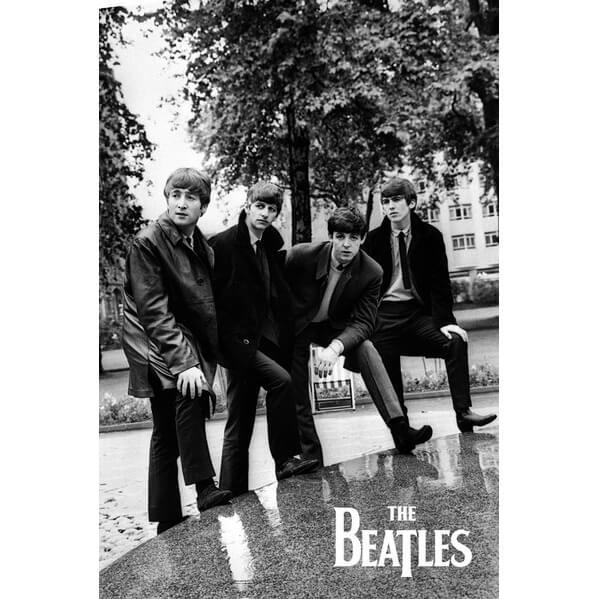 the-beatles-pose-maxi-poster-61-x-915cm