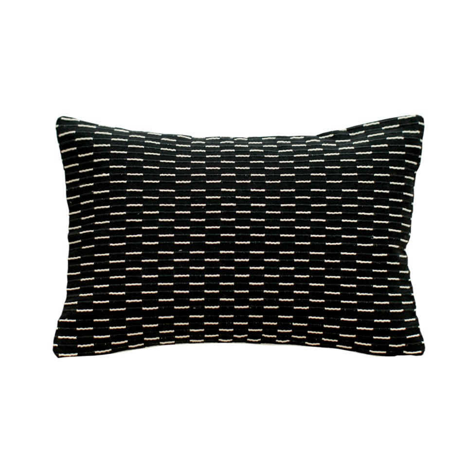 monochrome-fleck-cushion-black