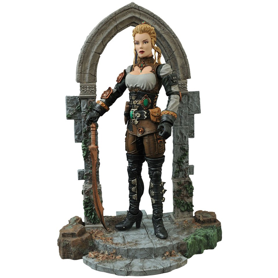 diamond-select-universal-monsters-monster-hunters-lucy-westenra-action-figure