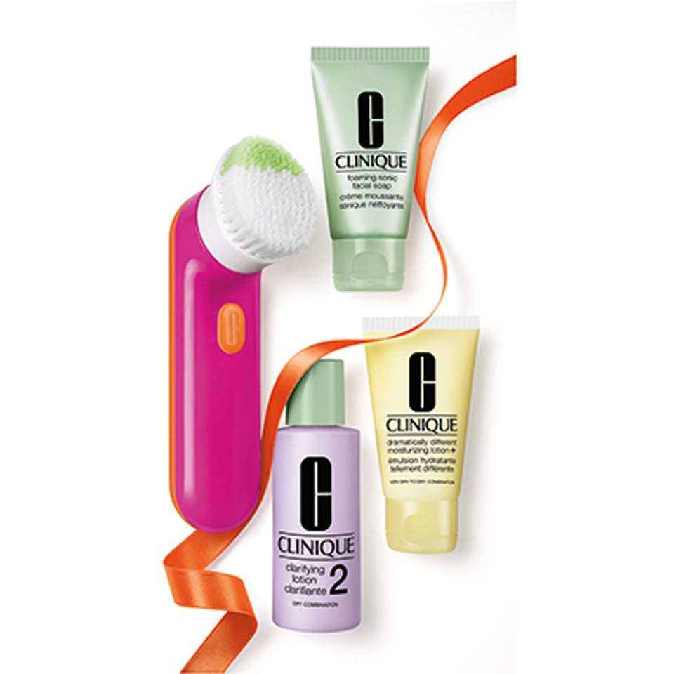 Clinique Cleansing by Clinique Gift Pack (Skin Types I/II) (Worth: £103.55)
