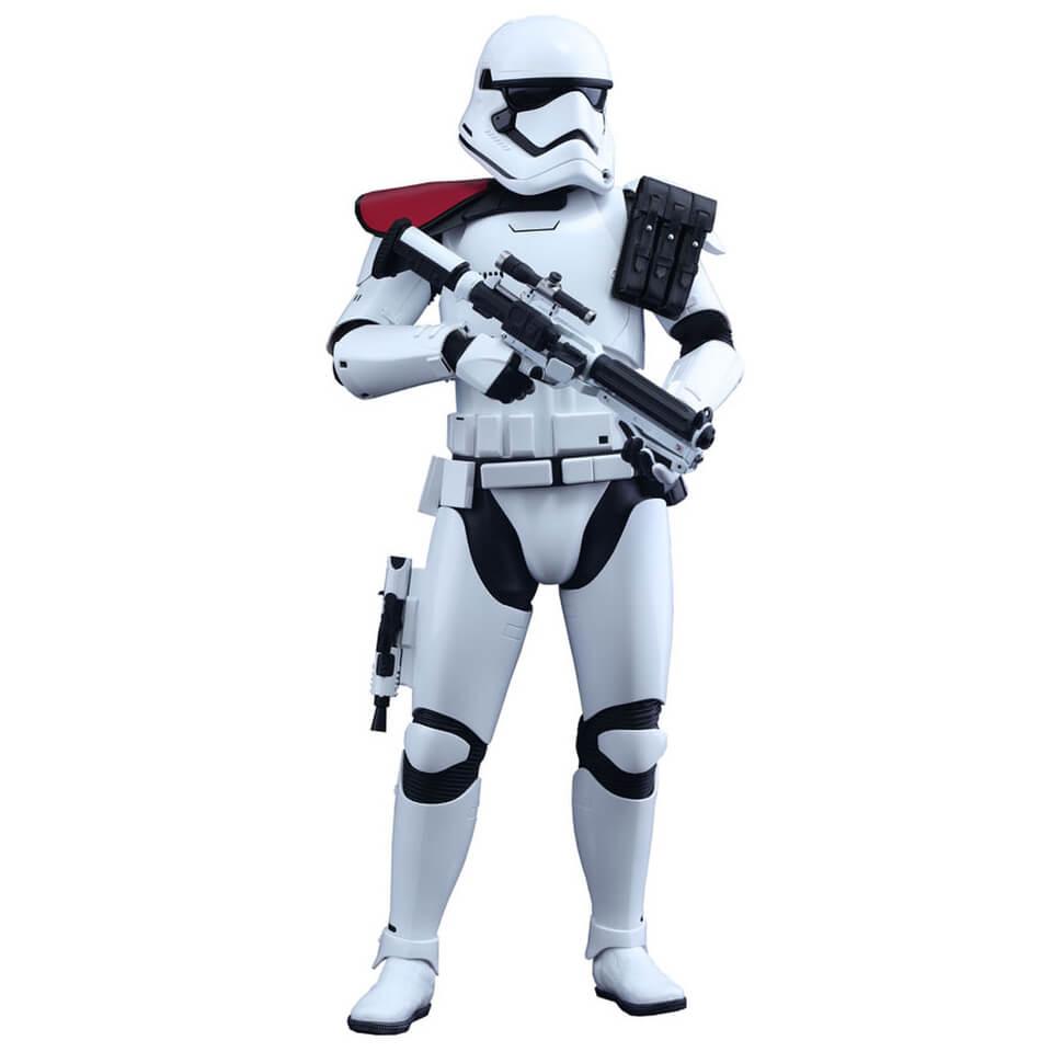 hot-toys-star-wars-16-first-order-stormtrooper-officer