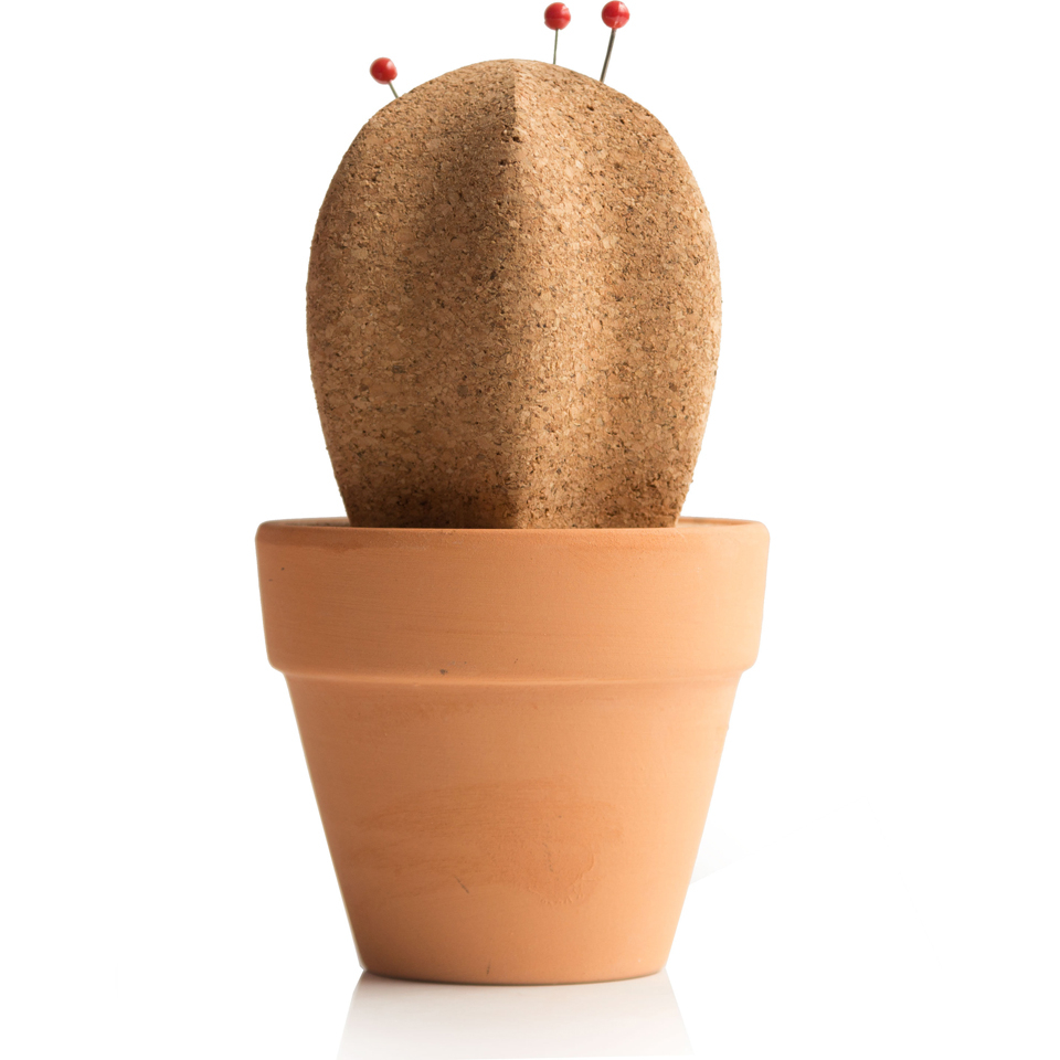 cork-cactus-desktop-organiser
