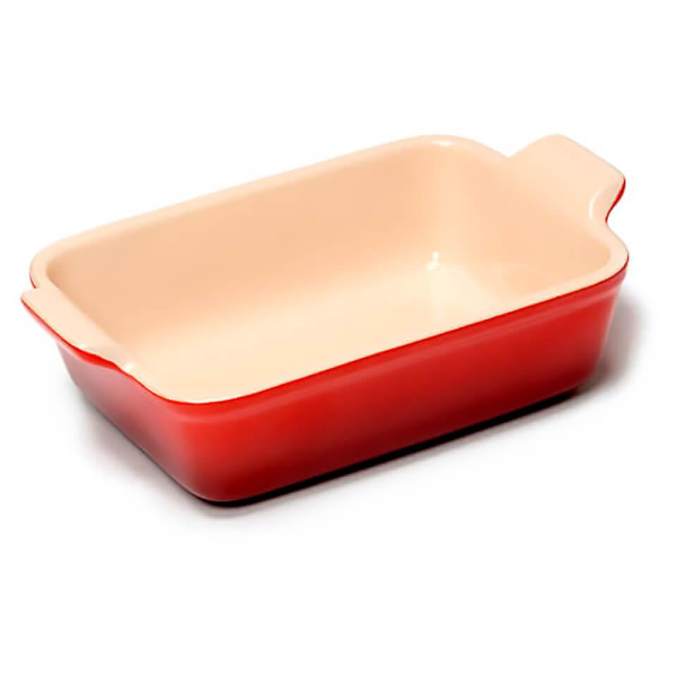 le-creuset-stoneware-small-heritage-rectangular-roasting-dish-cerise