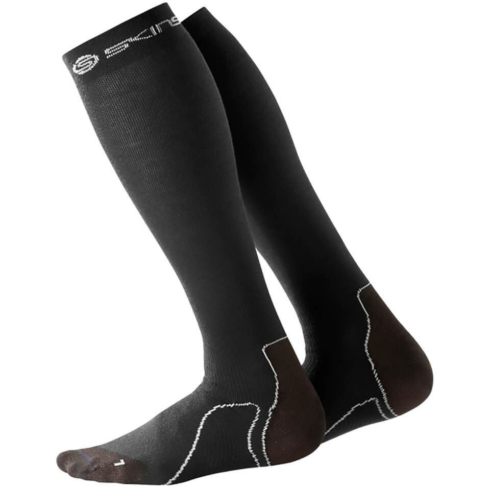 skins-essentials-men-recovery-compressions-socks-black-s-black