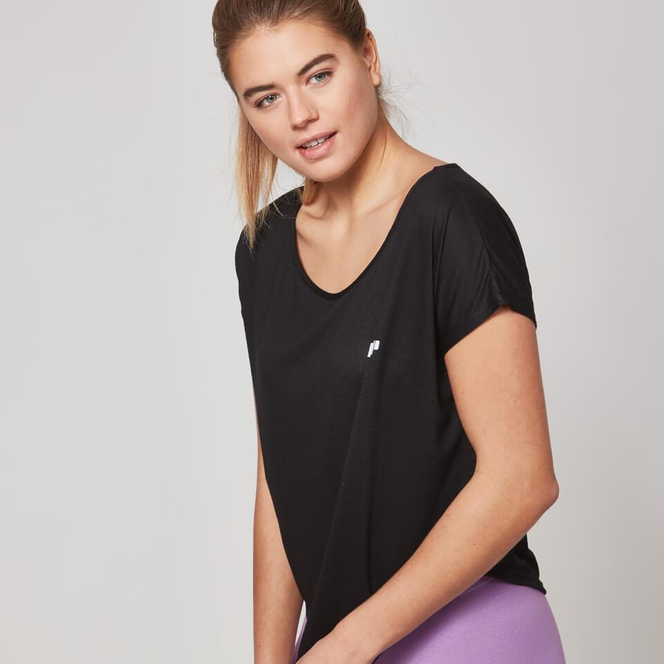 myprotein-women-core-scoop-hem-t-shirt-black-xs