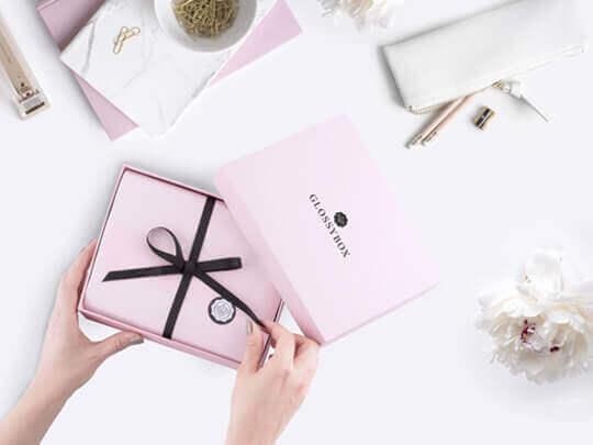 Unsere GLOSSYBOX Geschenkgutscheine