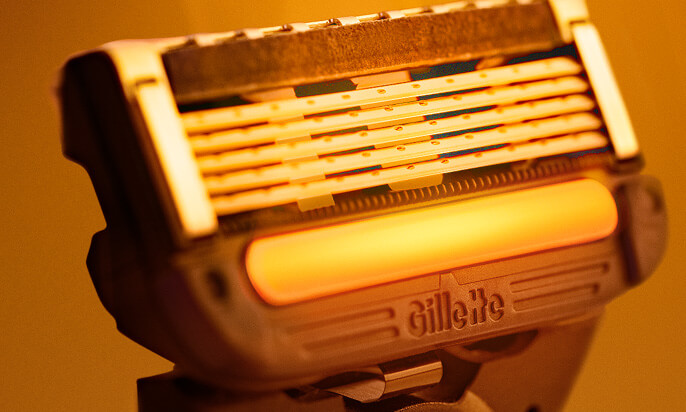 Close-up of Gillette Heated Razor with FlexDisc technology