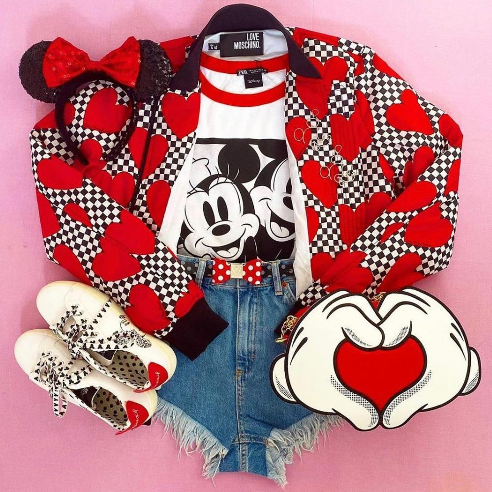 https://www.veryneko.com/merch-clothing/loungefly-disney-mickey-and-minnie-mouse-heart-hands-crossbody-bag/12702586.html