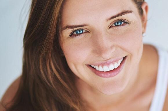 如何美白牙齿、展现自信笑容?