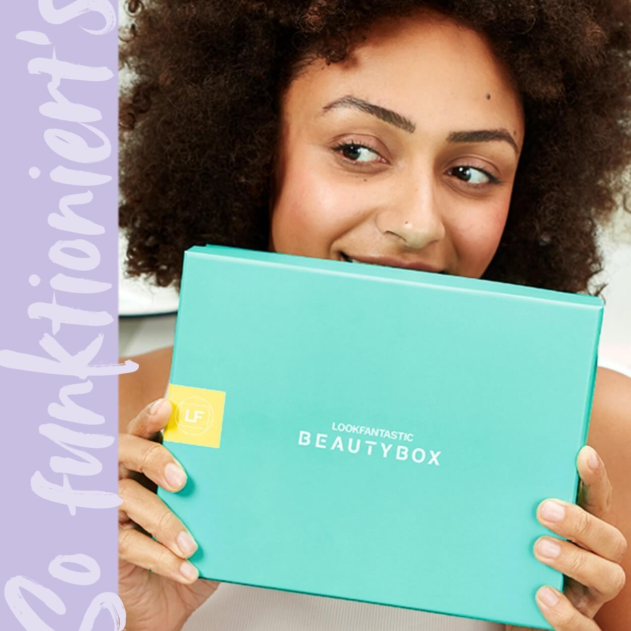 Läs mer om lookfantastic Beauty Box; en månatlig prenumeration som ger dig 6 speciellt utvalda produkter till ett värde av över 500 kr hem till dig.